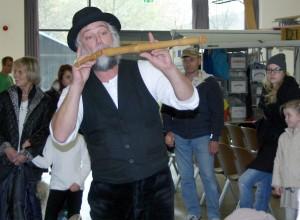 Zum Familienfest am 8. November in die Loisachhalle kommt auch wieder der beliebte Geschichtenerzähler Michael Kluthe. Schon vor zwei Jahren hingen die Kinder begeistert an seinem Lippen und ließen sich verzaubern.